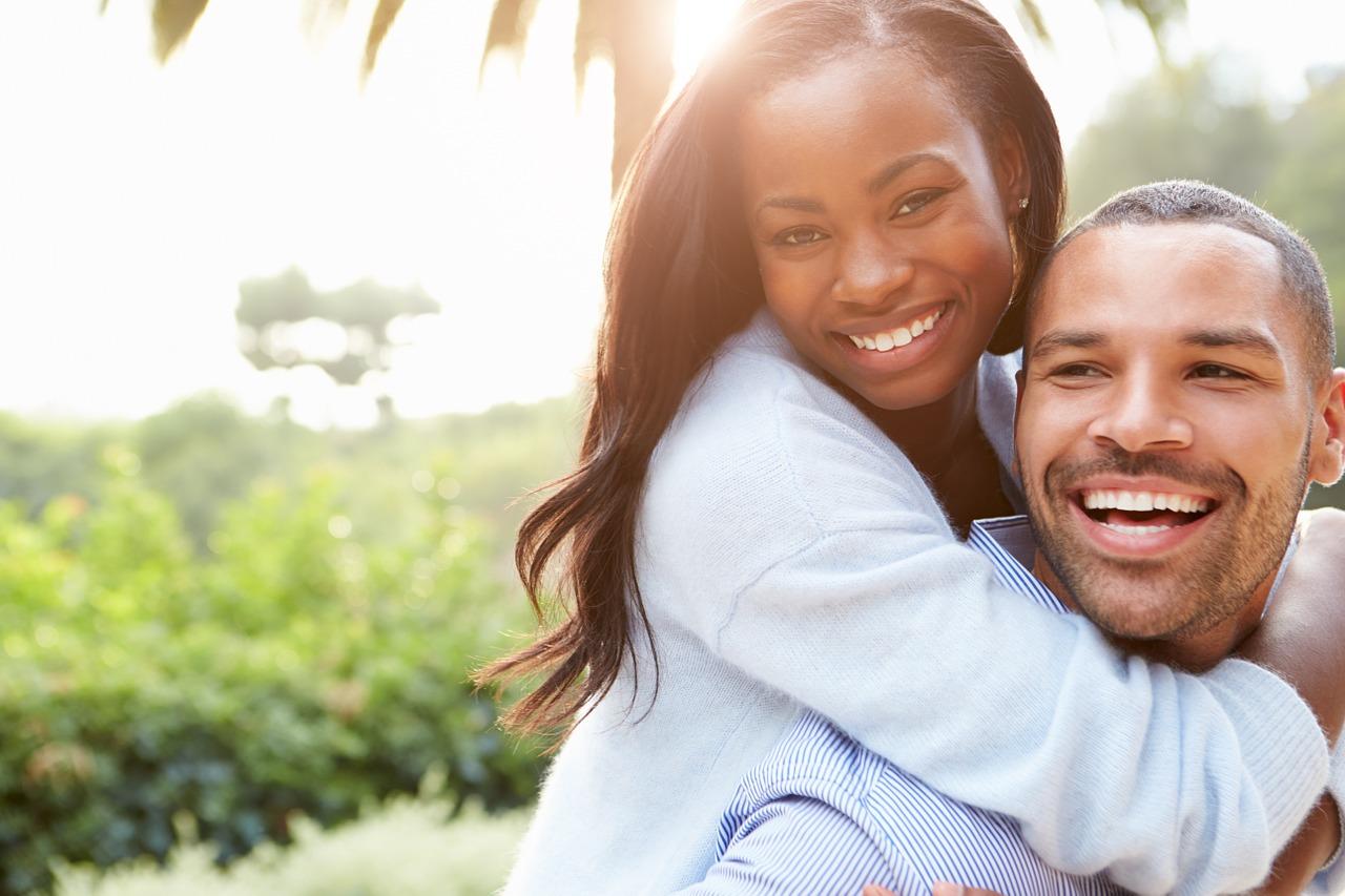 couple-atraer-una-mujer-parecer-desesperado